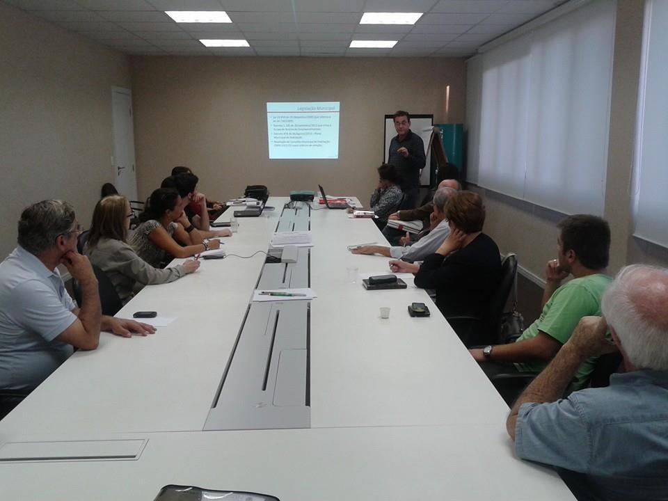 """Reunião com a COHAB para entender melhor o programa """"Minha Casa, Minha Vida"""". Foto: Divulgação"""