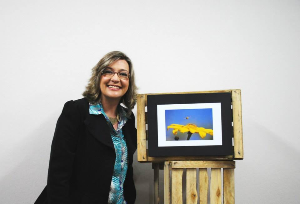 Schirlei Freder em sua exposição Zaduma