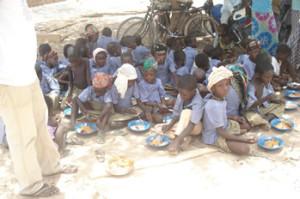 criancas_comendo-na-escola