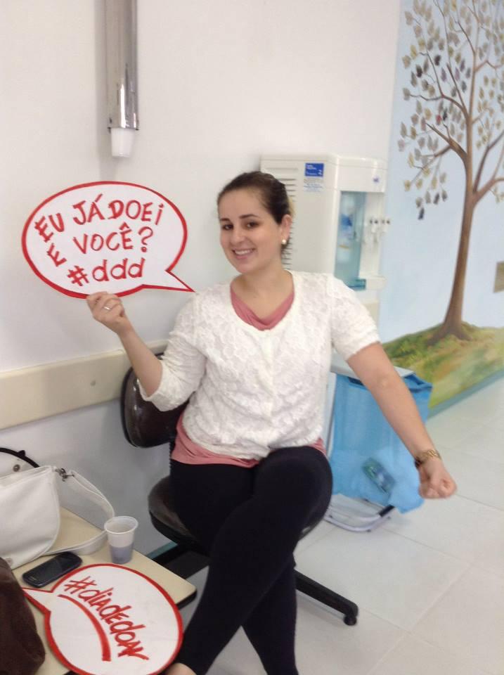 Fazendo minha parte no Dia de Doar Sangue (2013).