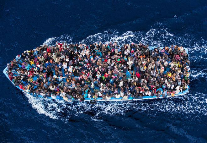 http://nossacausa.com/wp-content/uploads/2015/06/06-18-hcr-boat-refugees.jpg