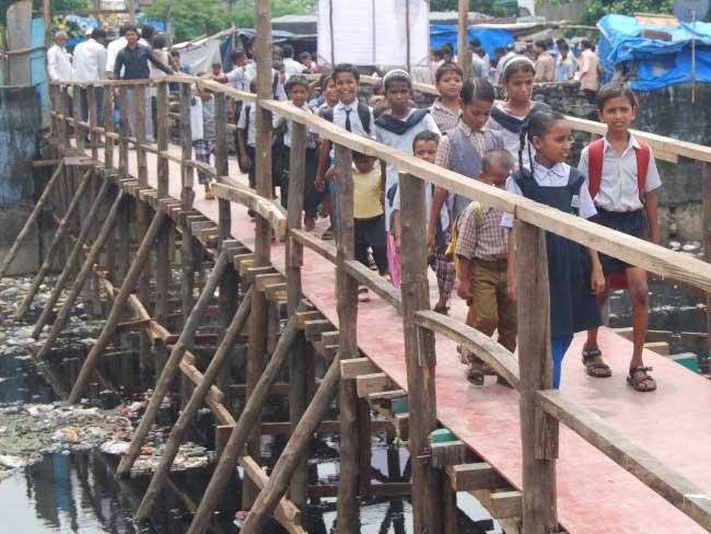 ponte para que crianças pudessem ir à escola 1