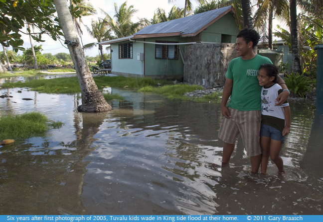 Tuvalu Kids Photograph seen by millions is rephotographed 6 years later