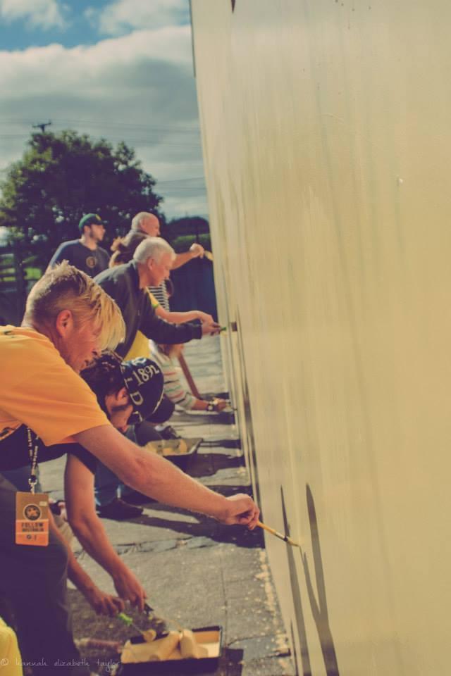 Voluntários na reforma da Casa do Piá Foto: Divulgação