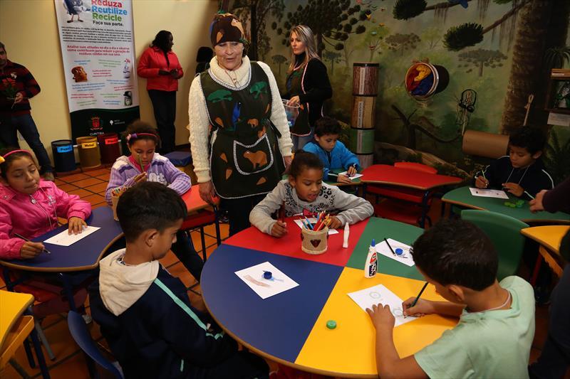 Alunos na inauguração da sala de educação ambiental em Curitiba (Foto:Jaelson Lucas/SMCS)